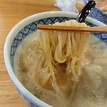 つけ麺 いちびり - つけ汁と麺の絡み具合