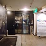 魚が旨い謎の店。UROKO - 入口