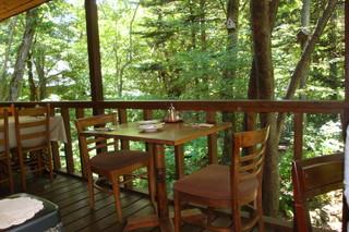 森の中の朝食とカフェの店 キャボットコーヴ - テラス席
