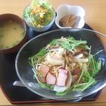 ふるさと味覚館 宙 - 茸とベーコンの和風パスタ1100円