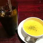フーターズ - コカ・コーラとスープ
