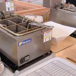 吉備高原ごっつおう - 串揚げは自分で揚げることもできます