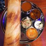 南インド料理 ドーサベル - 巨大ドーサセット¥1100、L: 60cmくらい??
