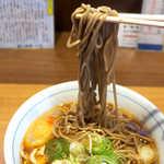 川村屋 - 蕎麦は黒みが強く、もちもち感があって、普通においしい