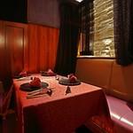 ワインサロン 銀座G.G. - 【半個室】レースカーテン仕切りのテーブル席。接待やデート等空間を楽しみたい方に最適。