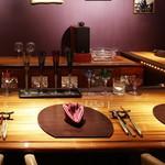 ワインサロン 銀座G.G. - 【カウンター席】ソムリエと会話を楽しみながらドイツワインと料理を楽しむことができます。