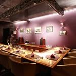 ワインサロン 銀座G.G. - 【カウンター席】ゆったりと座れるソファー席。L字型の角席は、接待でも人気のお席です。