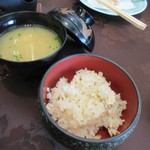 春帆楼 - ご飯はふぐ飯、汁物はふぐの味噌汁とまさに河豚尽くしのランチでした。
