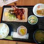 ダイニングカフェ846 - エビフライ定食