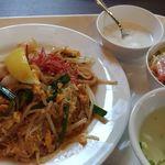 Thai Restaurant BASIL - パッタイ