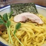 85931965 - 【塩つけ麺(大盛)/890円】麺のアップ