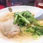 揚子江ラーメン 名門 - そうそうこの澄んだスープや!