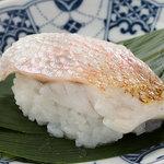 寿司 さ々木 - 店人気の二大名物「のどぐろの蒸し寿司」