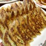 丸正餃子店 - 料理写真:こんがり焼けてパリッとした皮❤︎