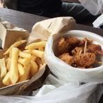 古賀サービスエリア(下り線) スナックコーナー - フニャイドポテト&むなかた鶏のから揚げ(プレーン)