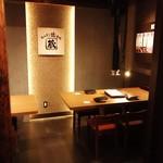 ホルモン焼道場 蔵 - 最大10名様用(4名掛け・6名掛け)の半個室タイプのお席です。