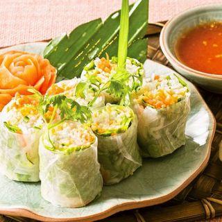 爽やかなスパイスと彩り鮮やかな本格タイ料理を存分に堪能!