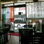 インド食堂 マハトマ - 何故か暗い店内