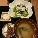 Ku-Fuku - シーザーサラダにポテサラとキンピラに味噌汁付き