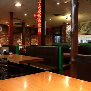 戸塚駅チカに広がる上海の世界◆【1階】はテーブル席の広々空間