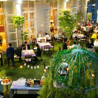 四季折々の緑や花に囲まれたフォトジェニックな一軒家レストラン