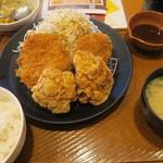とんから亭 - 料理写真:唐揚げ2個ヒレカツ2枚