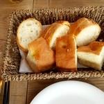 京町家イタリアンろんくす - パン オリーブ油で
