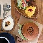 カフェ イロハ - 料理写真:ごりょうバーガーset