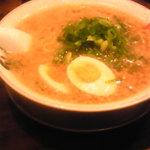 宝屋 - らーめん+味玉。あっさりとしたスープです