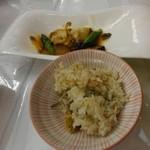 五浦観光ホテル 別館 大観荘 - ホタテとシラスの混ぜご飯、アワビのオイスター炒め