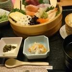 季節料理 ときわ - ちらし寿司。税込み700円には見えません。