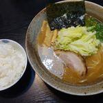 らーめん こうや - 料理写真:らーめん(しょうゆ味) 780円 + 小ライス 100円