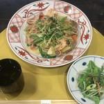 85959352 - 先斗町の賑わいペペロンチーノ たっぷり香味野菜添え ¥1,050 + 京風サラダ ¥80