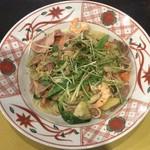 85959365 - 先斗町の賑わいペペロンチーノ たっぷり香味野菜添え ¥1,050