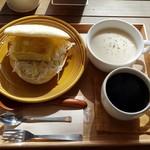 めざましサンド店 - ドリンク&スープセット(350円税)です。