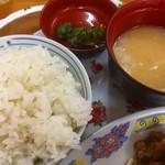 中華 富士 - ♪味噌汁&白飯&きゅーちゃん?
