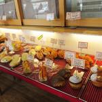 パン シャルマン - 老若男女に愛されるスイーツ系や総菜パン、食パン、焼き菓子が揃ってます。
