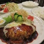 芽瑠辺 - 昭和喫茶そのままのお食事メニューを味わえるお店です。