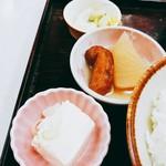 ゆたか食堂 - 奴豆腐、おでん、お新香