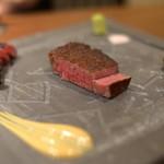 創作鉄板 粉者牛師 - シャトーブリアン&霜降り肉(シンシン)二種盛り
