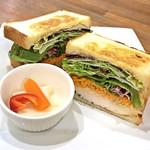 サンドイッチ・ファクトリー - サンドイッチ/シーザーチキン(税込880円)