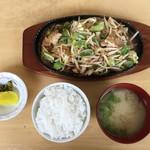 ファミリー - 料理写真:とり鉄定食(700円)