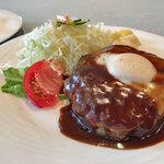 ぐりる樹林亭 - ビーフハンバーグ(卵付き)