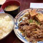85977487 - ふーみん(牛肉と揚げ豆腐のオイスターソース煮定食)