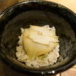85977799 - アワビのもち麦飯に肝ソース