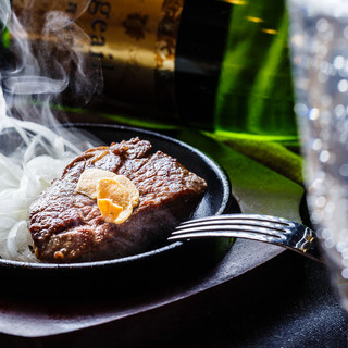 名物ビフテキは50g290円(税抜)!ステーキ飲みなら!