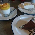 85980508 - はちみつレモンのレアチーズケーキ 生チョコのケーキ マンゴー杏仁