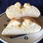 85981141 - バターたっぷり 塩バターパン