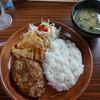 びっくりドンキー - 料理写真:ハンバーグと若鶏しょうゆ香り揚げのコンビランチ915円