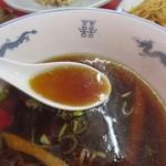 成光 - ラーメンスープ色